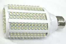 При освещении светодиодная лампа выделяет мало тепла, экономя на кондиционировании